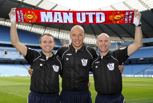 Howard Webb with a Man Utd Scarf